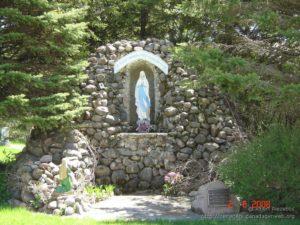 La récitation du chapelet @ À la grotte de la Vierge